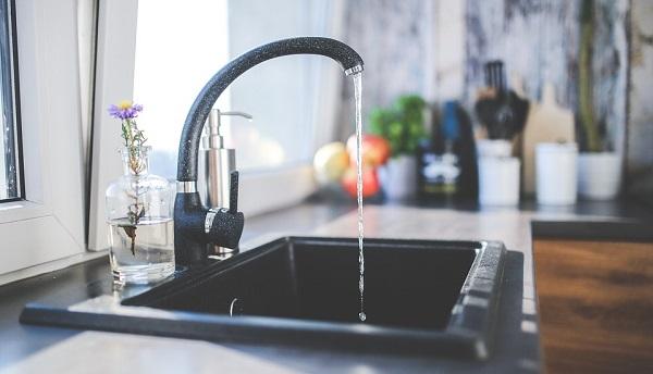 kitchen-sink-hot-water