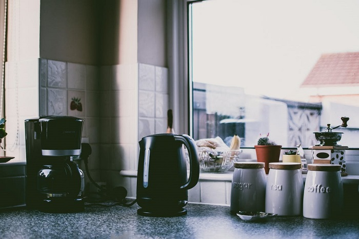 kettle-in-kitchen