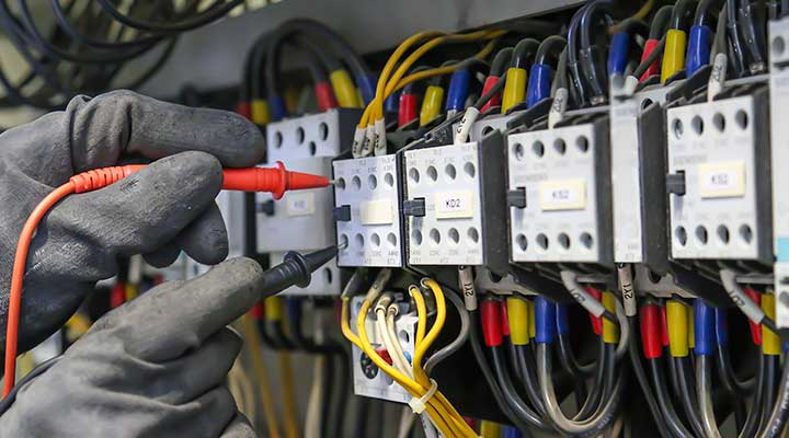Electrician-With-Gloves-Testing