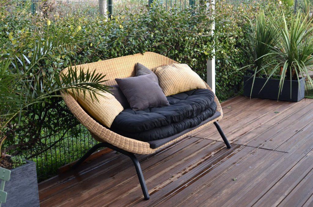 patio-garden-bench